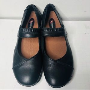 EUC Taos Mary Jane Leather flats shoes 41/10-10,5